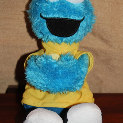Sesame Street Hugs Forever Friends Cookie Monster *2013 Holiday Gift Idea*