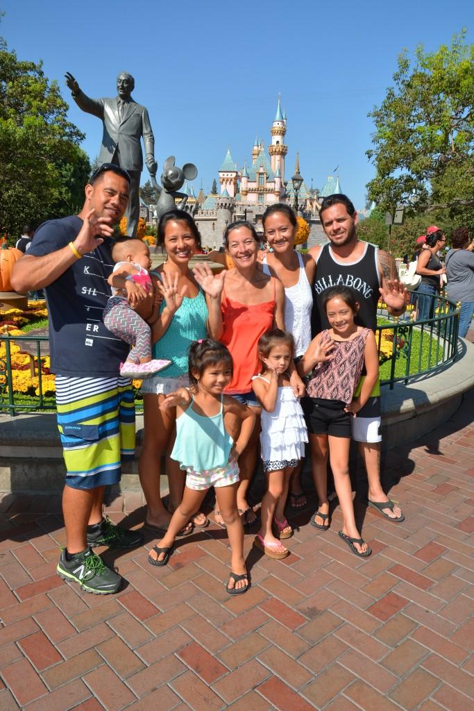 disneyland photopass family photo