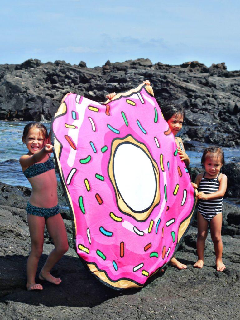 giant-donut-beach-towel